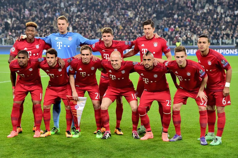 Setki milionów euro na jednym zdjęciu, czyli drużyna Bayernu Monachium /AFP
