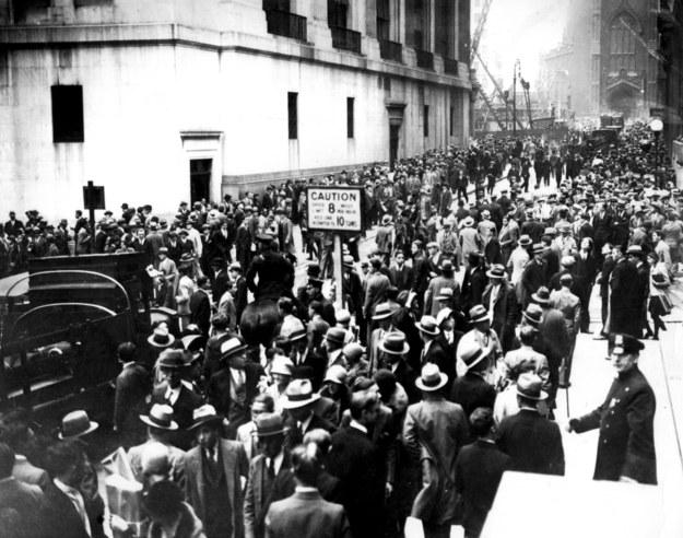 Setki tysięcy ludzie na Wall Street chciało dowiedzieć się, co się stało z ich oszczędnościami życia /UPPA/Photoshot    /PAP/Photoshot