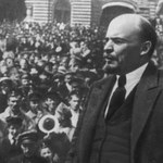 """Setna rocznica rewolucji październikowej. """"Przejęcie władzy łatwe, jak podniesienie pióra"""""""