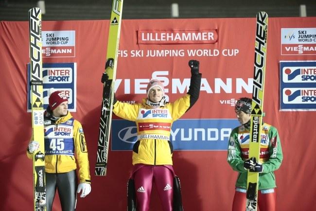 Severin Freund (w środku), z lewej Thomas Morgenstern, z prawej Anders Bardal /PAP