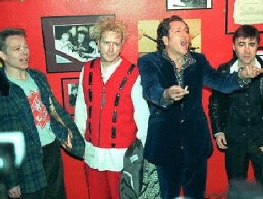 Sex Pistols w 1996 roku /AFP