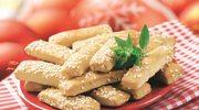 Sezamowe paluchy z ciasta serowego