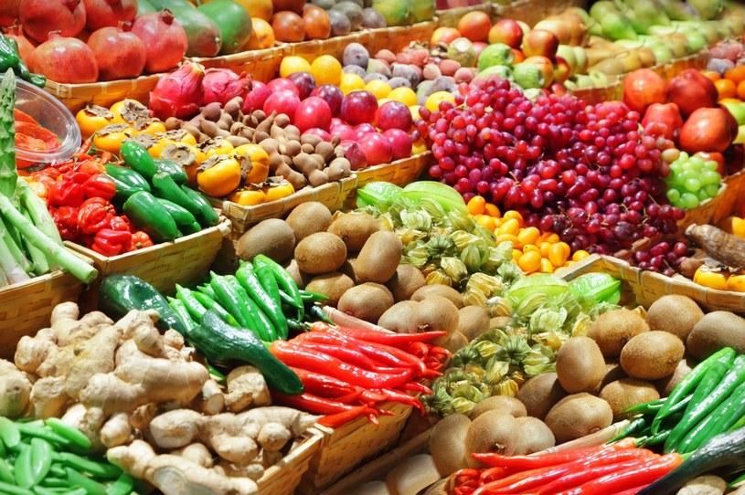 Sezonowe owoce to bogactwo błonnika /123RF/PICSEL