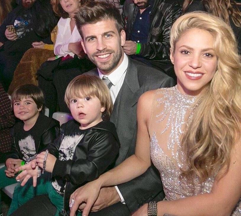 Shakira i Pique z dziećmi /East News