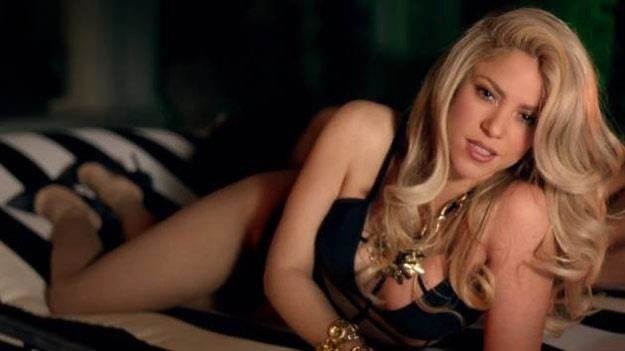 """Shakira w teledysku """"Can't Remember To Forget You"""" /"""