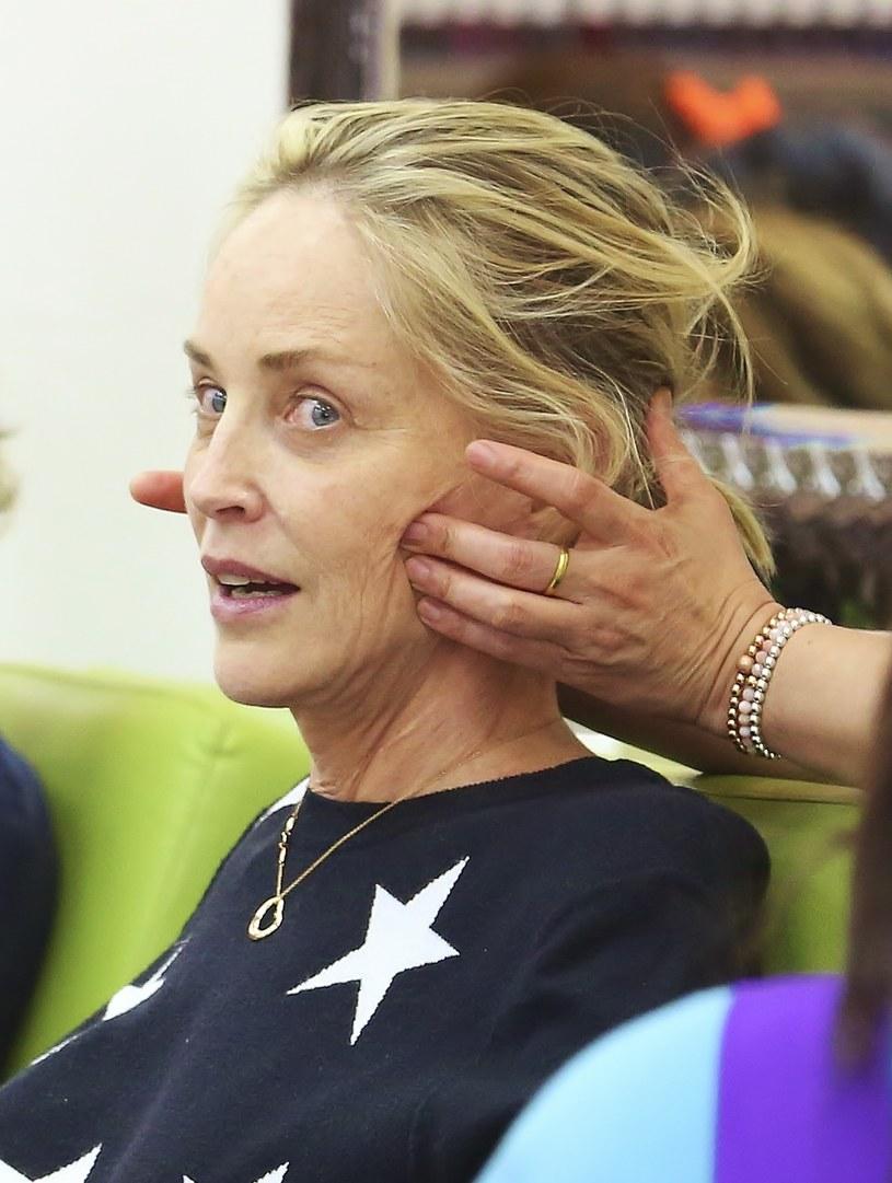 Sharon Stone podczas masażu twarzy /Splash News /East News