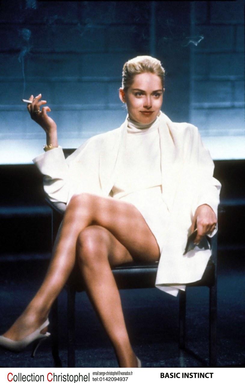 """Sharon Stone w """"Nagim instynkcie"""" po przełożeniu nogi na nogę /Collection Christophel /East News"""