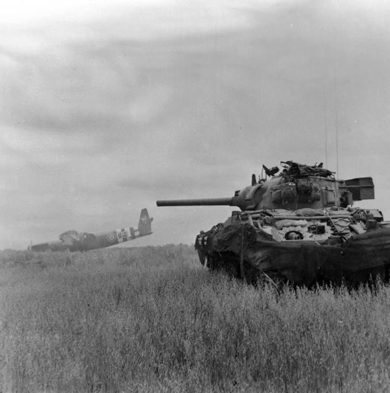 Sherman M4 podczas operacji Overlord, 10 czerwca 1944 /domena publiczna