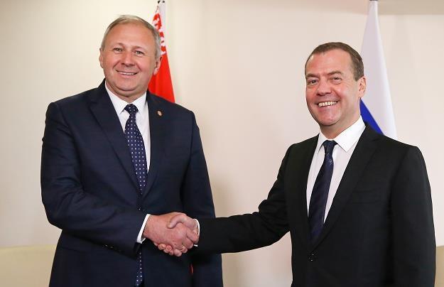 Siarhiej Rumas (L) i Dmitrij Miedwiediew /EPA