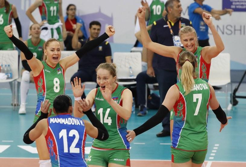 Siatkarki Azerbejdżanu cieszą się podczas meczu z Niemkami /PAP/EPA