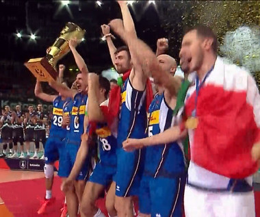 Siatkarskie ME. Włosi wznieśli puchar! ZOBACZ radość nowych mistrzów. WIDEO (Polsat Sport)