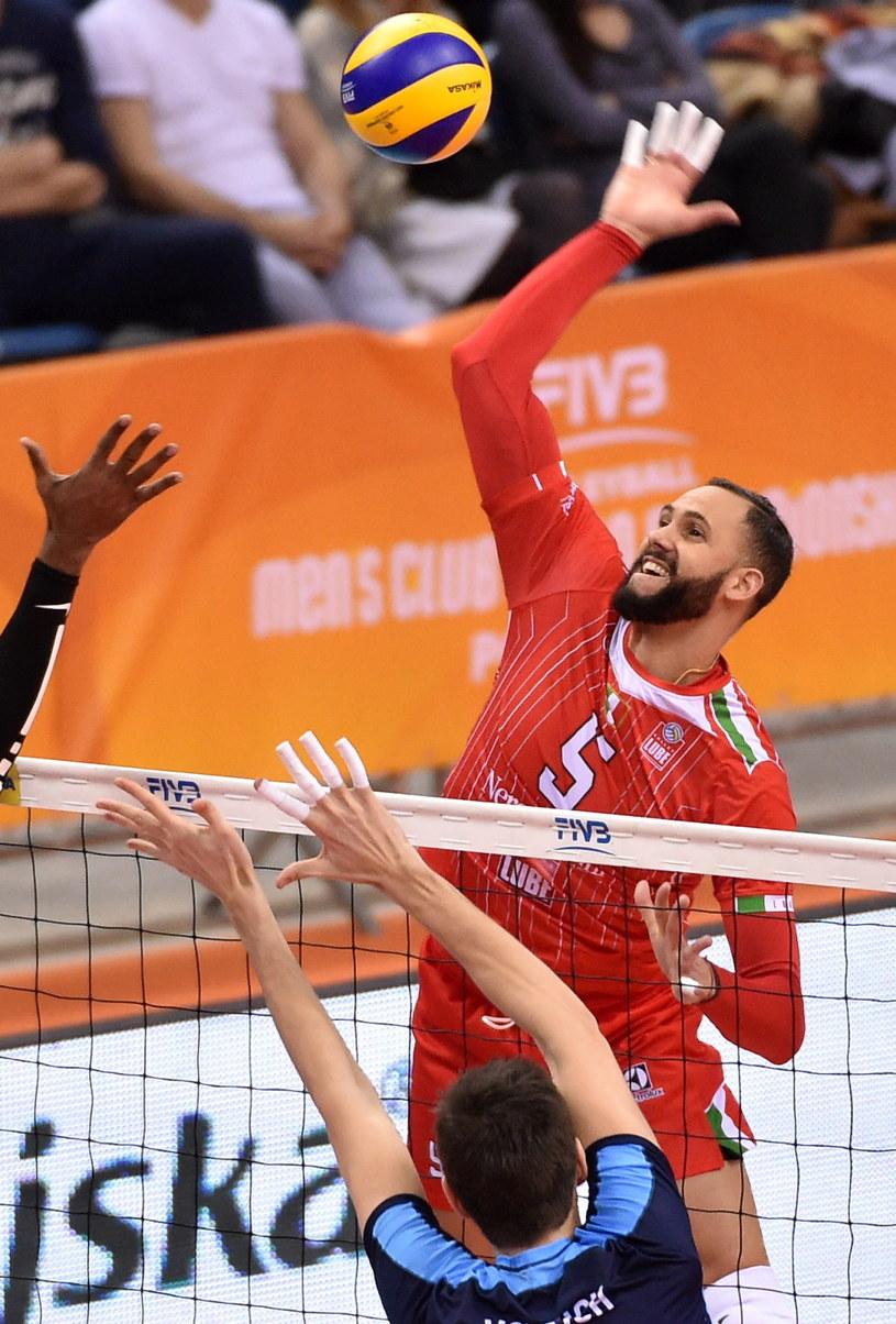 Siatkarz Cucine Lube Civitanova Osmany Juantorena (wyżej) został wybrany MVP turnieju /Jacek Bednarczyk /PAP