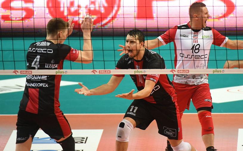 Siatkarze Asseco Resovii (od lewej): John Gordon Perrin, Fabian Drzyzga i Damian Wojtaszek /Bartłomiej Zborowski /PAP