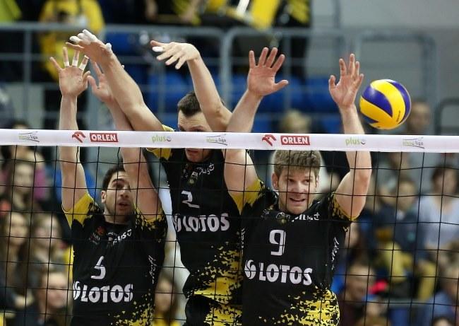 Siatkarze Lotosu Trefl Gdańsk (od lewej): Marco Falaschi, Wojciech Grzyb i Sebastian Schwarz /Marek Klinski /PAP