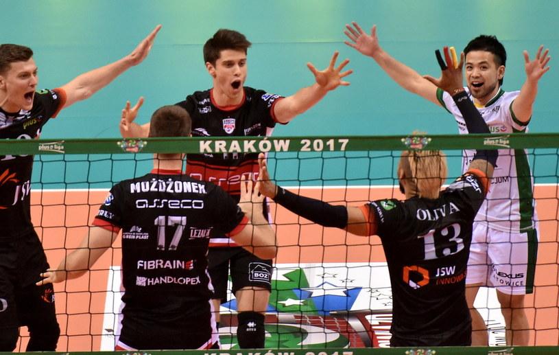 Siatkarze Południa cieszą się podczas meczu Gwiazd Północ - Południe w Krakowie /fot. Jacek Bednarczyk /PAP