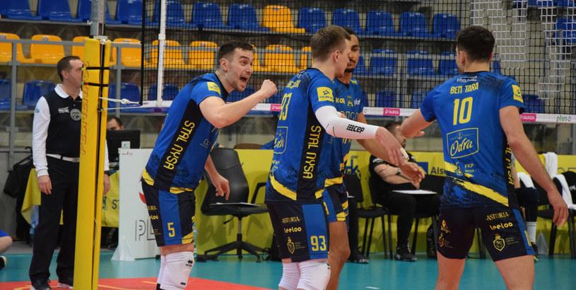 Siatkarze Stali Nysa. Pierwszy z lewej Marcin Komenda /Fot. Wiktor Gumiński/Nowa Trybuna Opolska /East News
