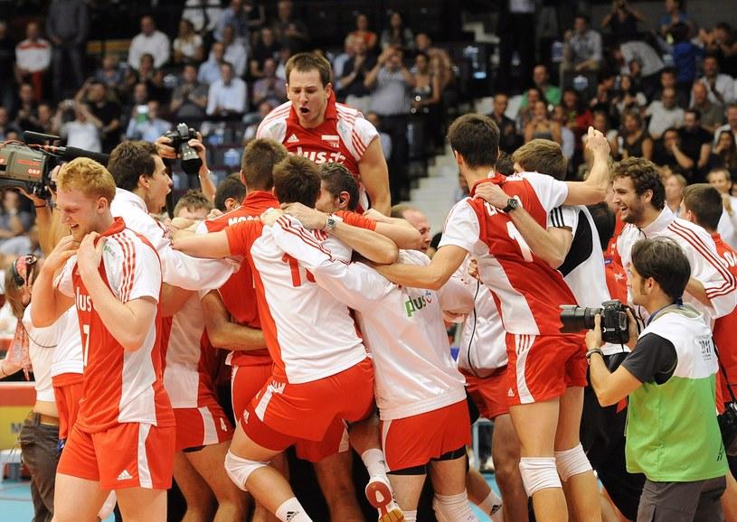 Siatkarze walczyć będą o medale mistrzostw Europy /AFP