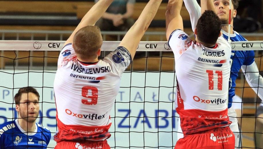 Siatkarze Zaksy podczas pierwszego meczu 2. rundy play off siatkarskiej Ligi Mistrzów /Krzysztof Świderski /PAP