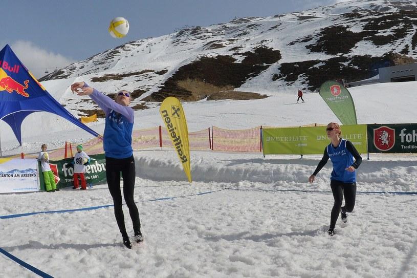Siatkówka na śniegu wejdzie do programu zimowych igrzysk? /AFP