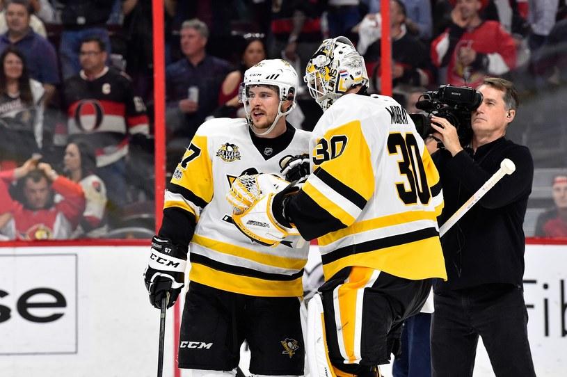 Sidney Crosby i bramkarz Matt Murray z Pittsburgh Penguins /AFP
