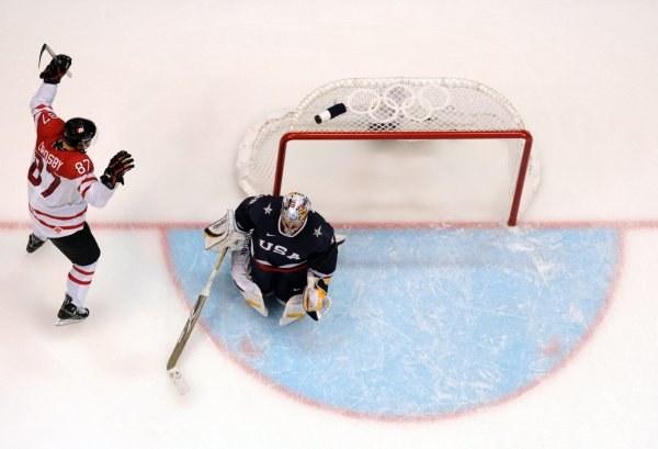 Sidney Crosby zdobył zwycięskiego gola dla Kanady /AFP