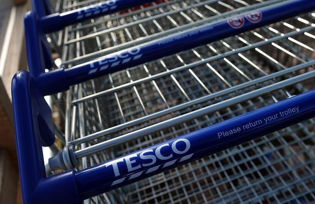Sieć brytyjskich supermarketów od kilku miesięcy prześladują wszelkie możliwe problemy /AFP