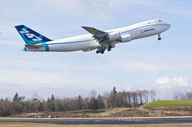 Sieć odpowiedzialna za systemy samolotu jest odizolowana od pozostałych zasobów informatycznych samolotu i nie można tak po prostu włamać się do niej przez Wi-Fi. /AFP