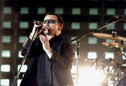 Sieci wymiany plików są odpowiedzialne za kłopoty finansowe młodych muzyków - twierdzi Bono /AFP