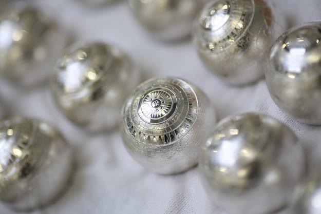 Siedem Nowych Cudów Świata - pierwsza w świecie moneta w kształcie kuli /PAP