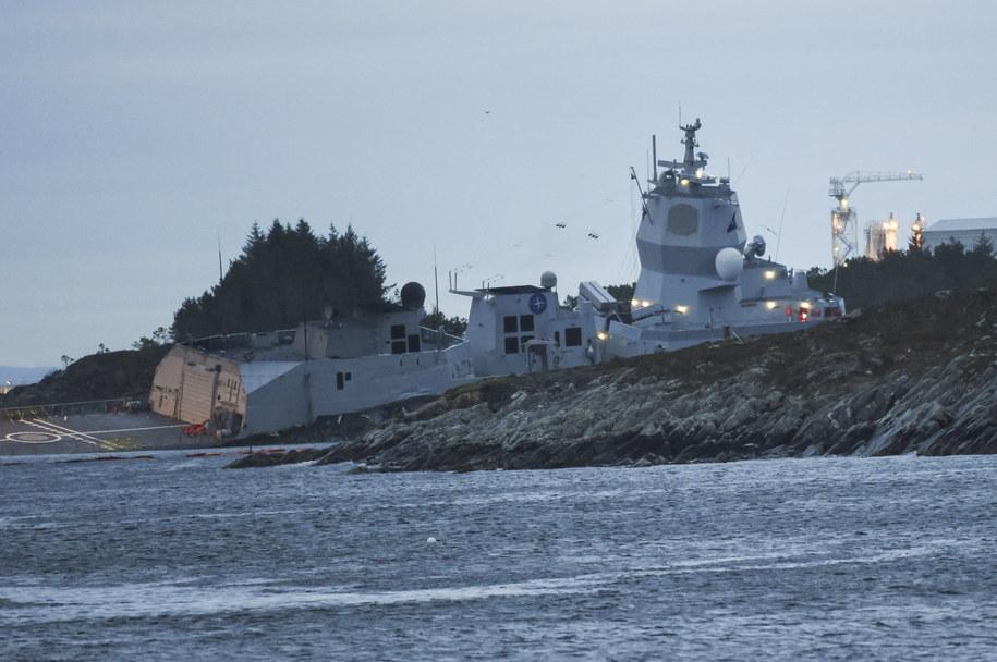 Siedem osób zostało rannych w czwartek rano na skutek zderzenia się tankowca i fregaty norweskiej marynarki wojennej u południowo-zachodnich wybrzeży Norwegii. /Marit Hommedal /PAP/EPA