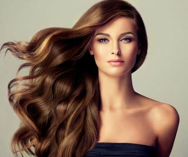 Siedem produktów, które wzmacniają włosy od środka