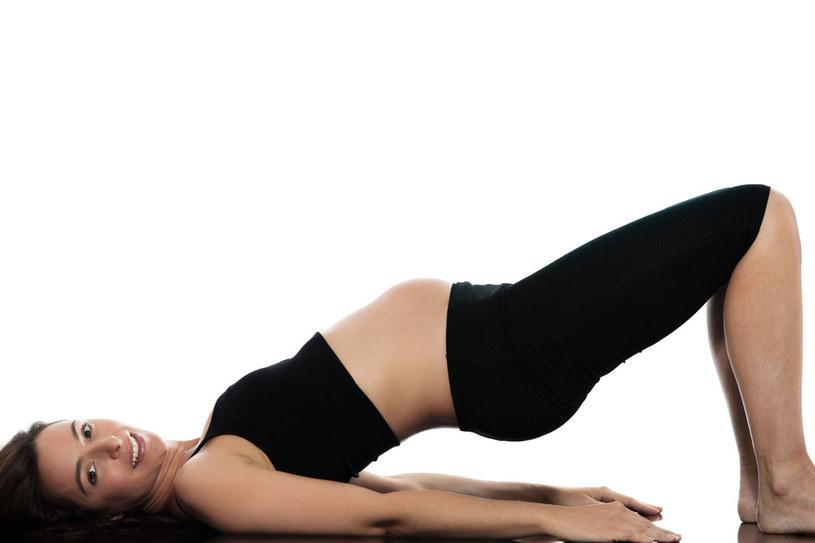 Siedzący tryb i mało ruchu to główne przyczyny bólów pleców /123RF/PICSEL