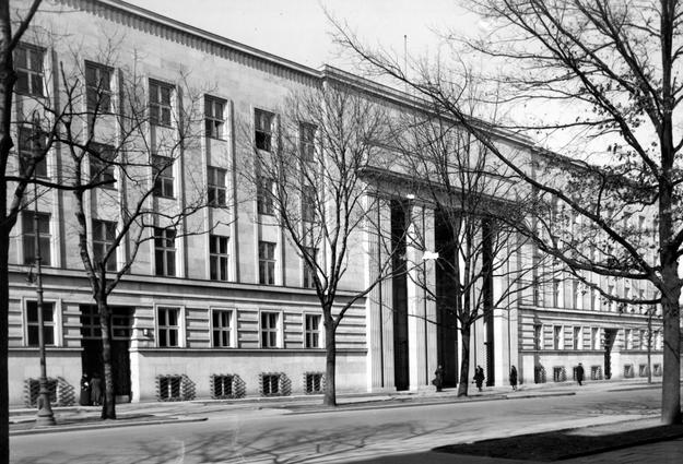 Siedziba Ministerstwa Wyznań Religijnych i Oświecenia Publicznego w Warszawie /Z archiwum Narodowego Archiwum Cyfrowego