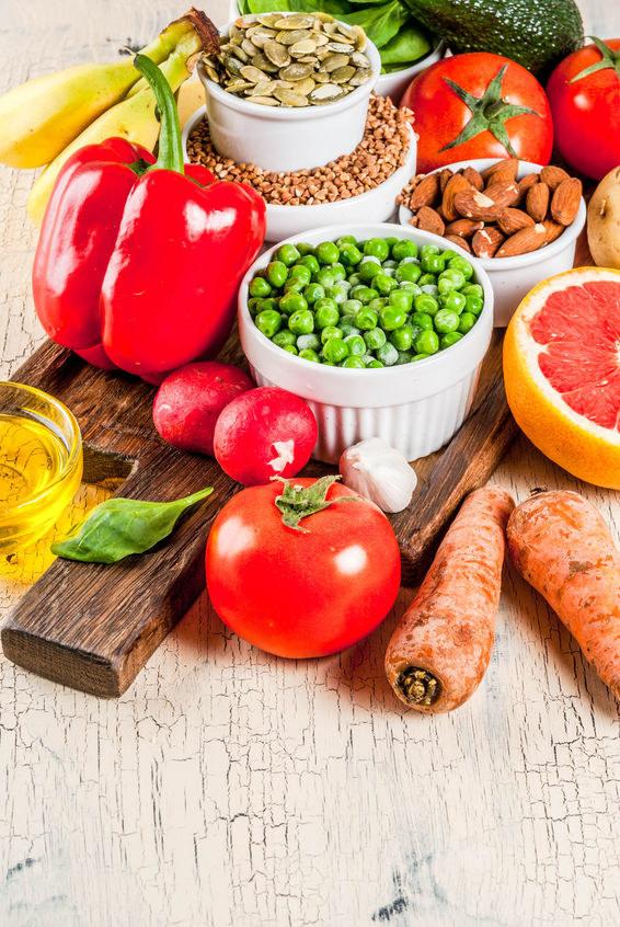 Sięgaj po owoce i warzywa /©123RF/PICSEL