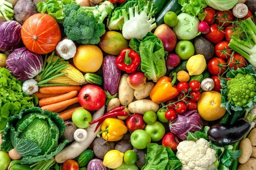 Sięgaj po warzywa i owoce /123RF/PICSEL