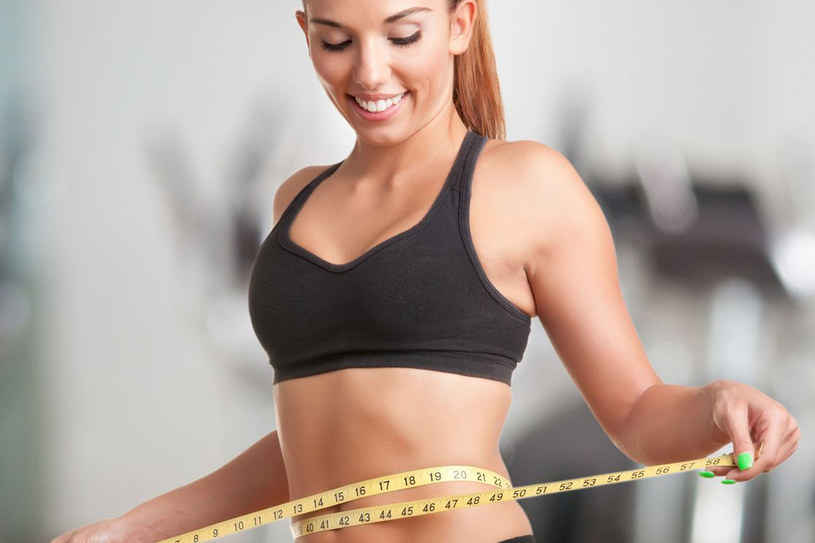 Sięganie po łakocie i dosłownie obżeranie się, aby ukoić złe samopoczucie da tylko kilka kilo więcej na wadze. Nic poza tym, dlatego - trzymaj rękę na pulsie! /123RF/PICSEL