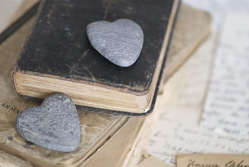 Sięgnij po swój ulubiony tomik poezji /© Panthermedia