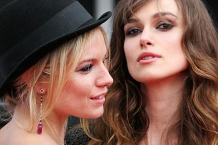Sienna i Keira podczas premiery filmu w Edynburgu /AFP