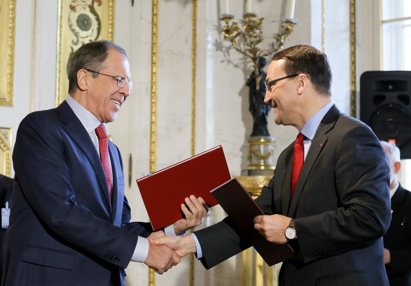Siergiej Ławrow i Radosław Sikorski /PAP/EPA