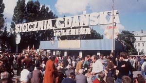 """Sierpień 1980. """"Nie mając władzy, stoczniowcy sprawowali władzę"""""""