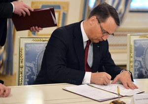 Sikorski: Łatwo z kanapy krytykować negocjacje w Kijowie