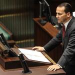 Sikorski: W ramach oszczędności nie wykluczam zamknięcia 1-2 konsulatów