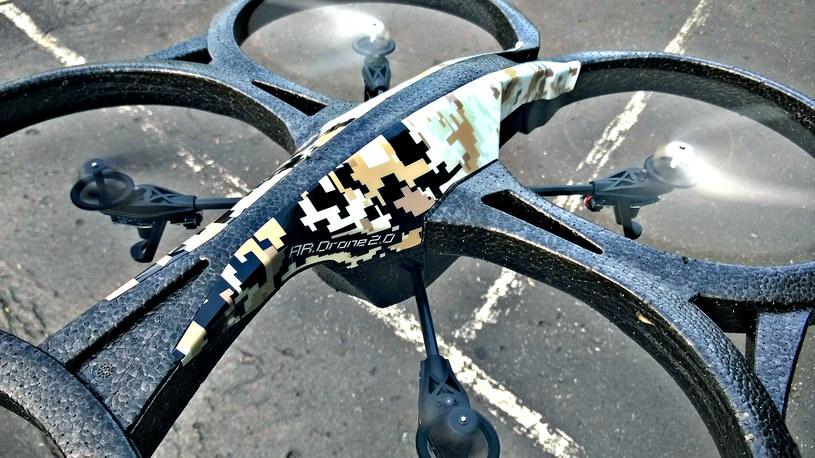 Siłą napędową drona są cztery śmigła. Dzięki nim pojazd jest stabilny i łatwo się nim steruje /INTERIA.PL