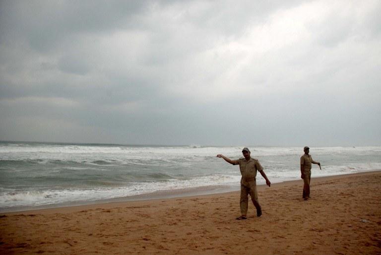 Siła wiatru cyklonu Phailin osiąga prędkość 220 km na godzinę /AFP