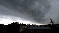 Silne burze i opady gradu. Ostrzeżenia dla 11 województw
