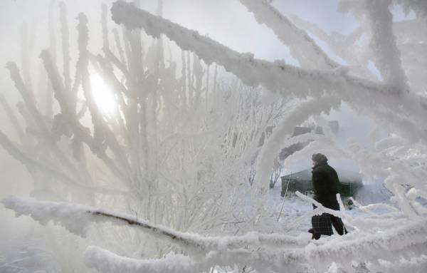 Silne mrozy potrwają co najmniej 5-7 dni /AFP