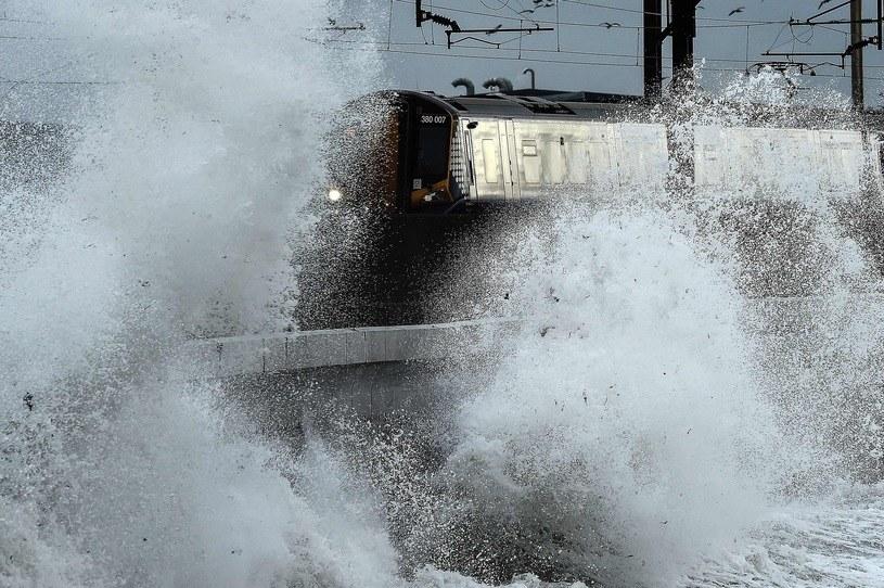 Silne porywy wiatru i ogromne fale to nie jedyne zjawiska, jakie obserwowano na Wyspach na skutek działania Ofelii /Andy Buchanan /East News