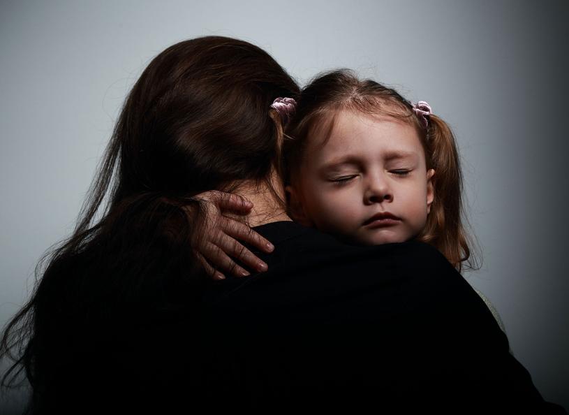 Silne przeżycia z dzieciństwa powodują  rozpad poczucia bezpieczeństwa /Picsel /123RF/PICSEL