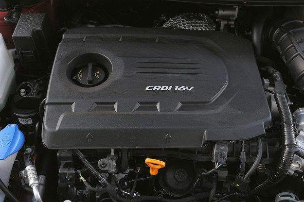 Silnik 1.6 CRDi ma wystarczającą moc, ale brakuje mu nieco momentu obrotowego. /Motor