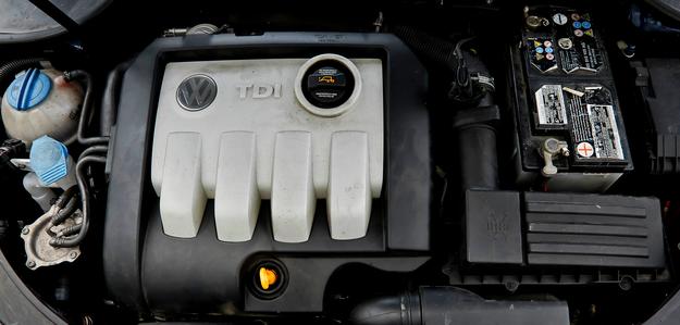 Silnik 1.9 TDI jest oszczędny, ale kulturą pracy nie zachwyca. /Motor